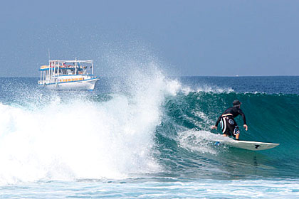 Maldives Surf Cruises - Surfari