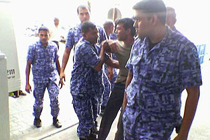 Mohamed Nasheed of MDP being taken to the Court